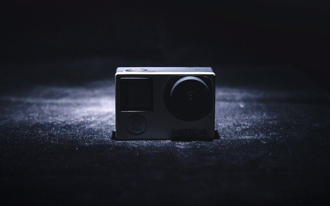 ¿Puedo colocar una cámara en la puerta de mi vivienda?